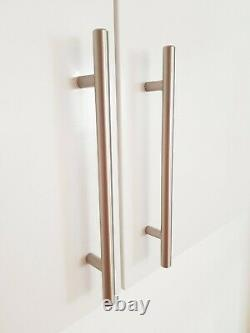 2.44 Metre Wide Run De 5 X Gloss Blanc Wall Monted Howdens Kitchen Units