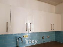 3.8 Metre Wide Run De 8 X Gloss Blanc Wall Monted Howdens Kitchen Units
